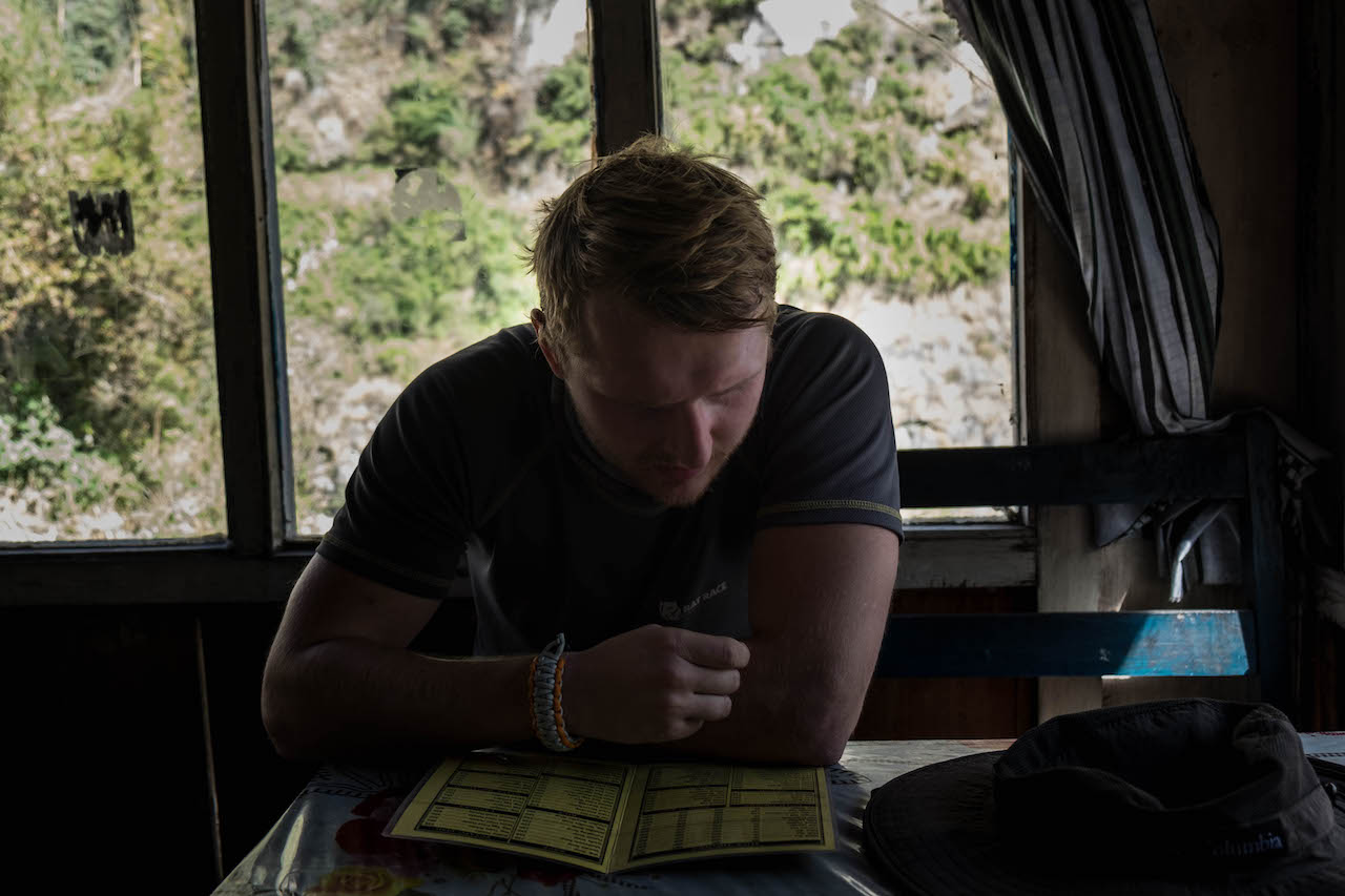 Eating while hiking the Annapurna Circuit